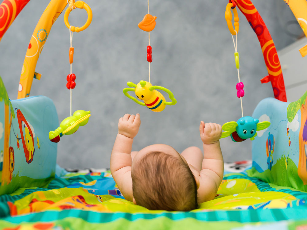 Crib Toys Learning : Best crib toys for newborns tenbuyerguide